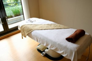 massage-table-300x200